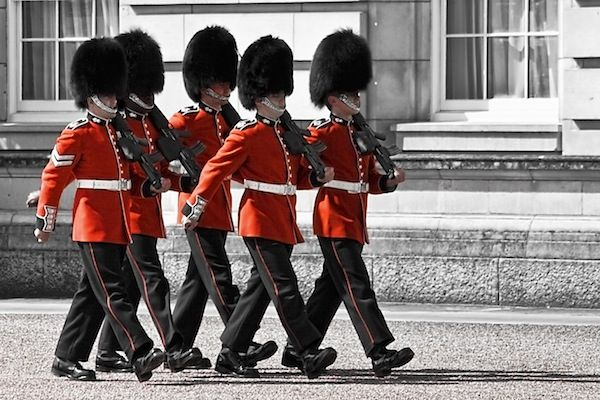 Changing the guard - Buckingham Palace (c) Gabriel Villena via Flickr