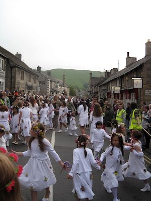 Castleton Garland Day (c) somewhereintheworldtoday via Flickr