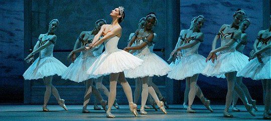 Pennsylvania Ballet present Swan LakeEdinburgh International Festival 2005Image © Rosalie O'Conner