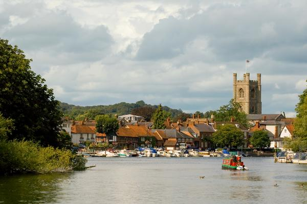 picturesque henley-on-thames in england