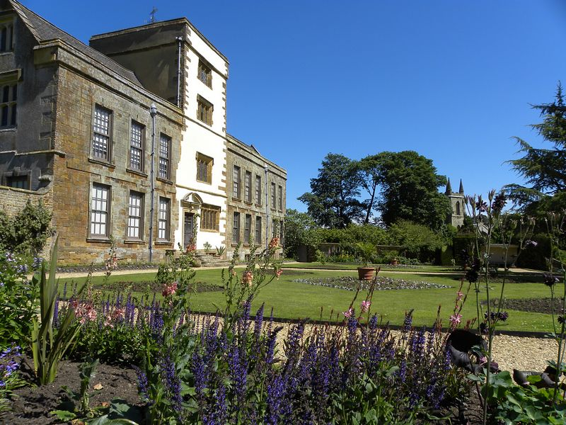 Canons ashby house on for Ashby house