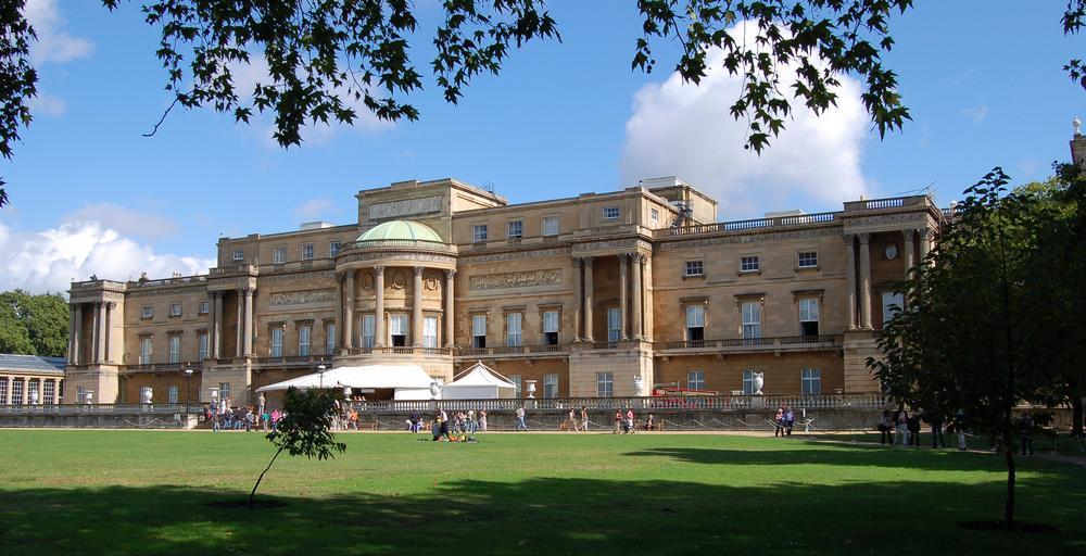 Buckingham Palace on AboutBritain.com