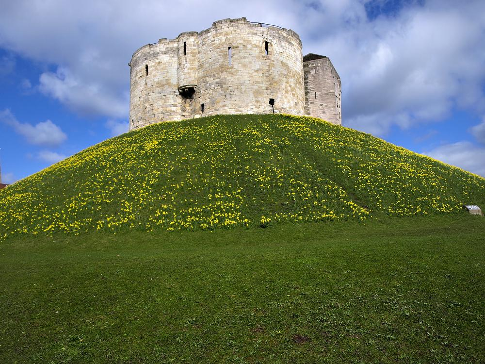 Cliffords Tower On Aboutbritain Com
