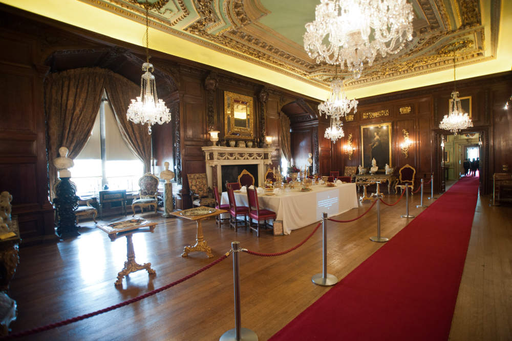Warwick Castle On Aboutbritain Com, Warwick Castle State Dining Room Set