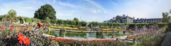 Panorama, inlcuding water feature, of the Kensington Palace gardens