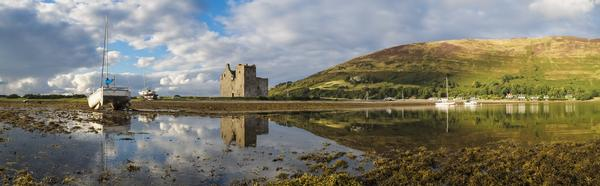 Panorama of Lochranza Castle, including loch and mountain