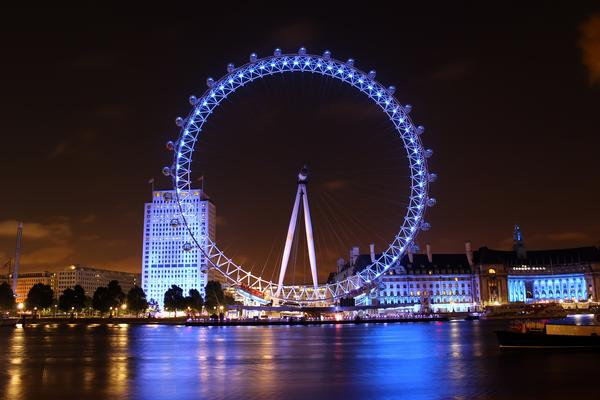 London Eye illuminated at night