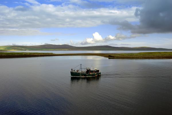 Boat in front of Mousa Broch