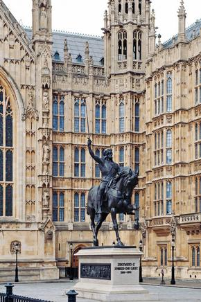 Richard the Lionheart Statue in front of Westminster Abbey