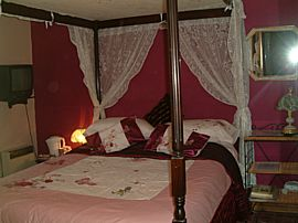 Fourposter bedroom
