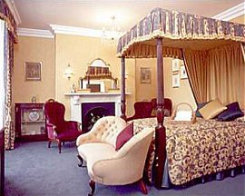 Large double room with four poster bed
