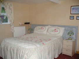 room w/ standard double bed