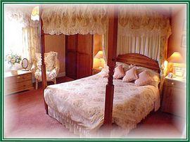 4 poster bedroom