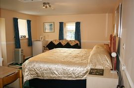 Detached room with 3 foot single beds