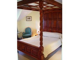 Four poster bed -