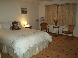king-size bed with en-suite