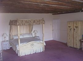 Four poster double bed room
