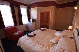 Super King/Twin en-suite bedroom