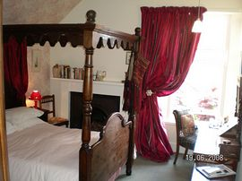 Wren double four poster bed room