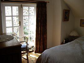 Jays Cottage - doors to balcony