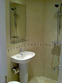 En-suite shower Wet-room