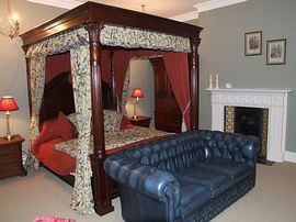 Stanley Room Four poster with view