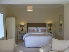 King size superior bedroom