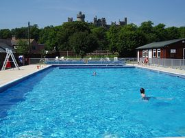 Arundel Lido & Castle, Portreeves Neighbours