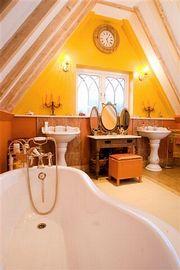 Gothic Suite en-suite