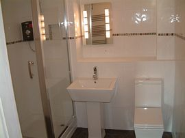 Modern clean en suite facilities