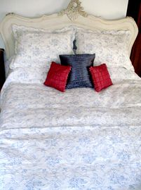 Kingsize Louis Bed