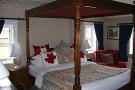 4 Poster en-suite bedroom