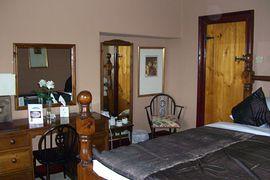 en-suite bedroom with 7 ft wide bed