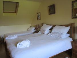 Family room, KS bed and 2 x single
