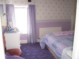 Lilac room first floor with bath