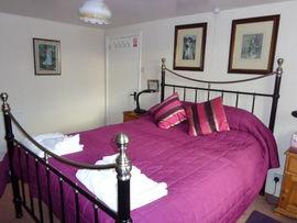 Iris guest room