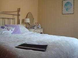 Double room with king sized bed in Lodge View