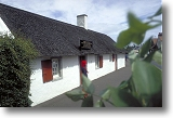 Burns Cottage, Alloway. Picture courtesy of  ww.britainonview.co.uk.