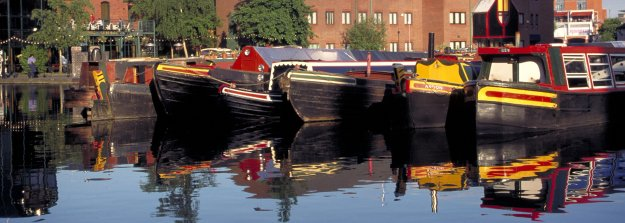 Canal and Barges, Birmingham - Picture Courtesy of www.britainonview.com