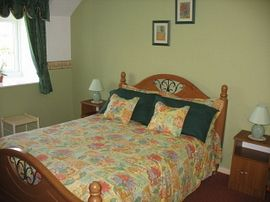 Large double bedroom in Cottage