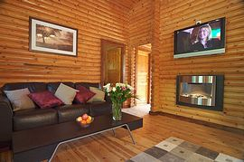 Mulberry Deluxe Round Log Cabin - Living Room