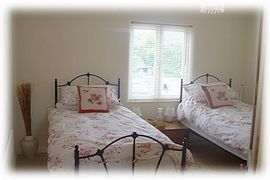 Bedroom with twin beds or super king size