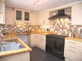 Red Lion Cottage has a well equipped kitchen