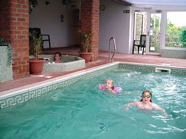 Mel House Cottages - Our Indoor Pool & Spa