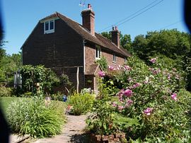 Moon Cottage - Moon Cottage with Large Pretty Garden