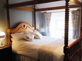 Four Poster bedroom with Pretty Garden Views