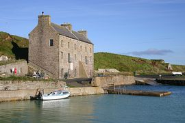 Keiss Harbour Building - The house and harbour