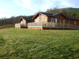 Lochaber Lodges - Exterior view of the Executive 3 Bedroom
