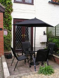 south facing patio relax and unwind in the fully enclosed garden