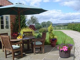Granary  Cottage - Granary cottage patio